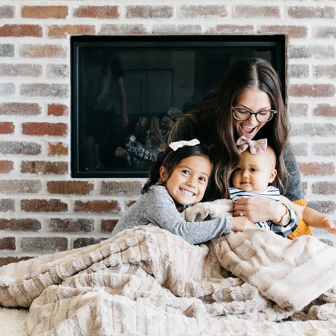 Saranoni Blanket: Holiday Gift Guide for busy moms
