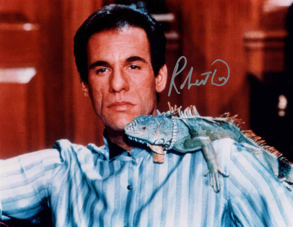 ROBERT DAVI IN PERSON SIGNED PHOTO FROM THE BOND FILM LICENCE TO KILL