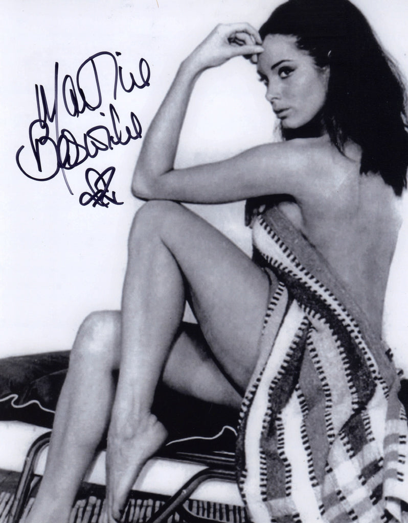 MARTINE BESWICK JAMES BOND GIRL IN PERSON SIGNED PHOTO