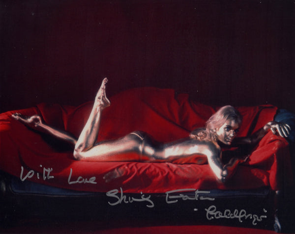 SHIRLEY EATON ON SET IN PERSON SIGNED PHOTO 1964 JAMES BOND FILM GOLDFINGER