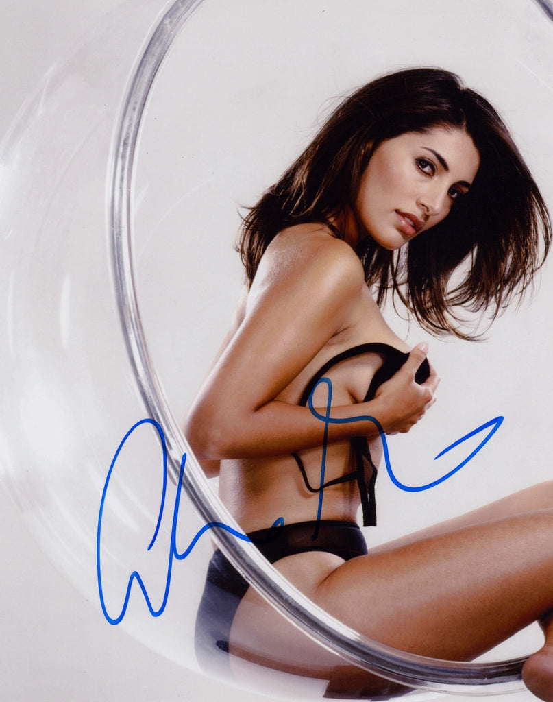 CATERINA MURINO BOND GIRL CASINO ROYALE IN PERSON SIGNED PHOTO