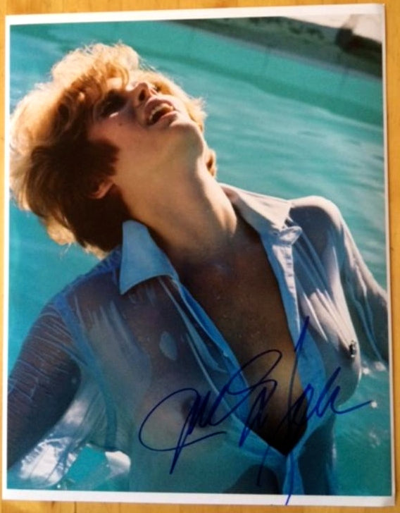 JILL ST JOHN / JAMES BOND GIRL FROM DIAMONDS ARE FOREVER IN PERSON SIGNED 11 X 14 COLOR PHOTO