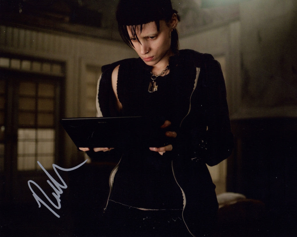 ROONEY MARA IN PERSON SIGNED PHOTO THE GIRL WITH THE DRAGOON TATTOO
