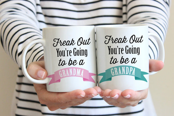 Pregnancy Announcement Freak Out You're going to be a Grandma & Grandpa Mugs