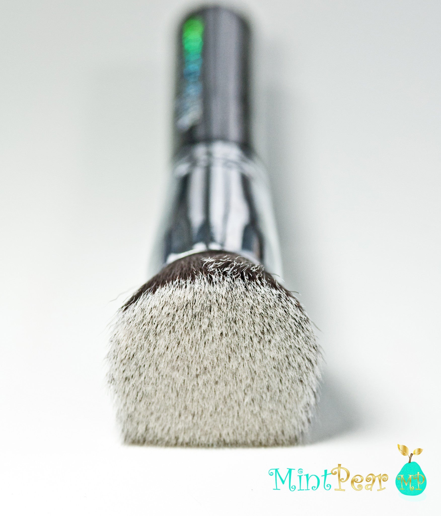 HOW TO USE A FLAT TOP KABUKI FOUNDATION MAKEUP BRUSH