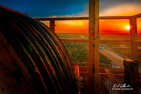 Crowning the End of the Day Artist: Bob Callender - Bob Callender Fine Art oil and gas art