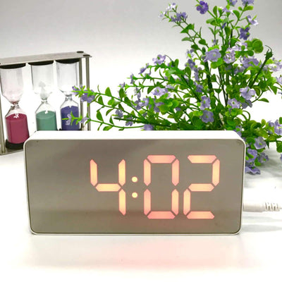 Checkmate Hector Mirror Face LED USB Charging Alarm Clock Red 16cm VGW-3322-RED 1