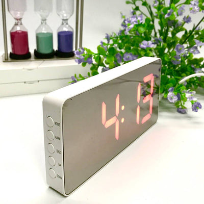 Checkmate Hector Mirror Face LED USB Charging Alarm Clock Red 16cm VGW-3322-RED 2