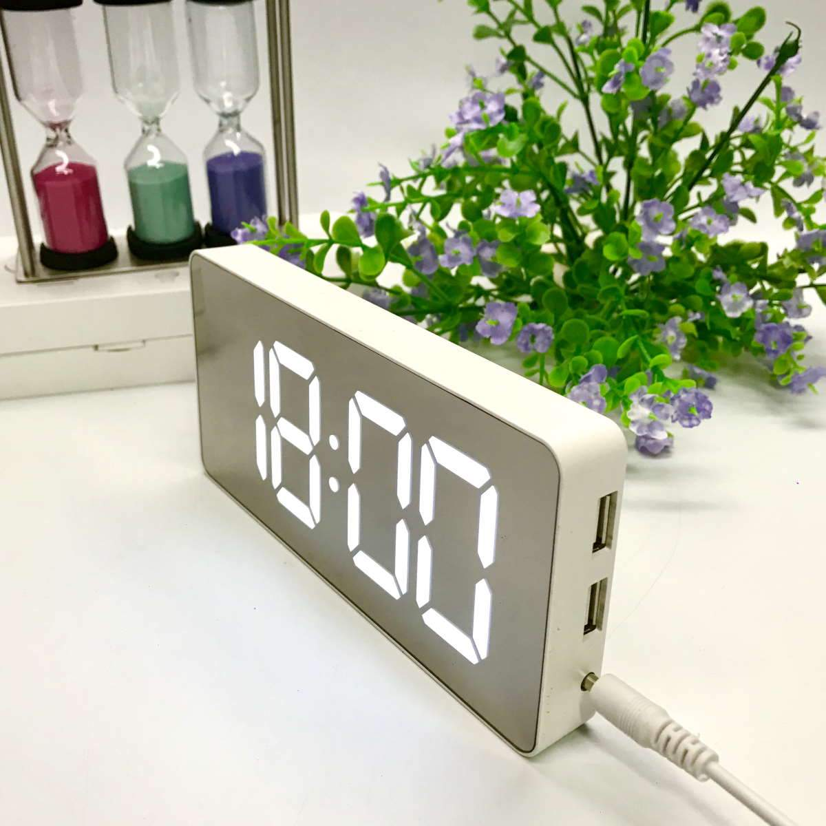 Checkmate Hector Mirror Face LED USB Charging Alarm Clock White 16cm VGW-3322-WHI 3