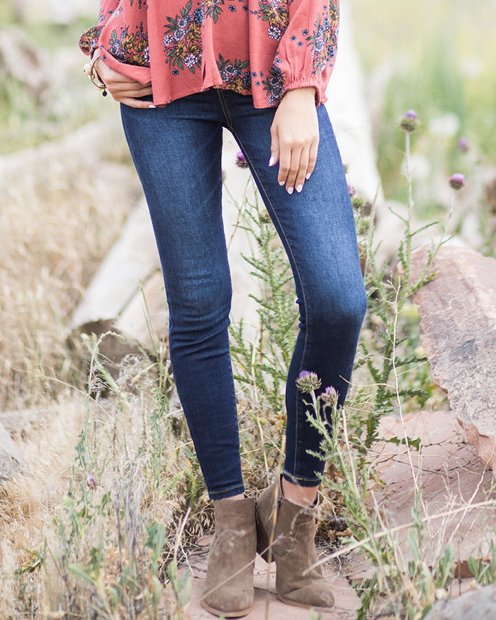Grace and Lace Mid-Rise Pull On Jeggings