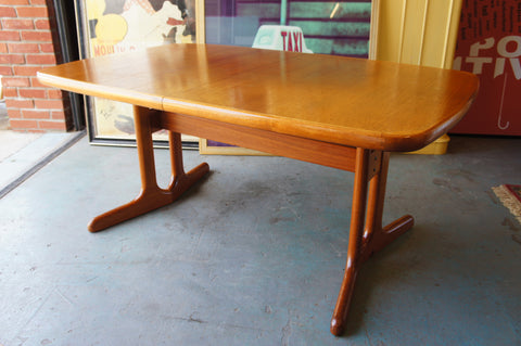 Mid Century Large Extending Teak Dining Table Made in Denmark - erfmann-vintage