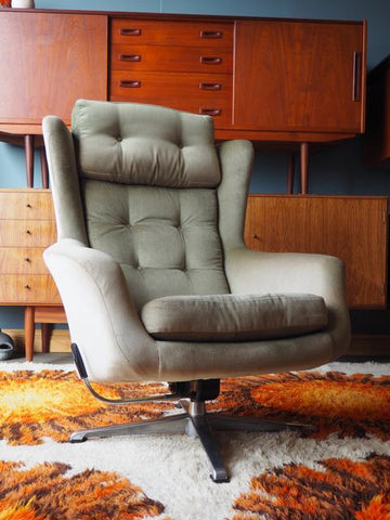 Mid Century Single Egg Chair Swivel Recliner Original Green Velvet Upholstery - erfmann-vintage