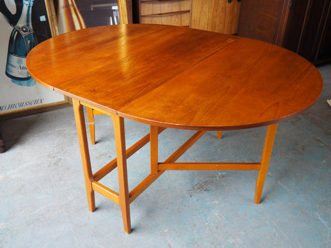 Mid Century Danish Style Oval Gate-Leg Dining Table in Teak - erfmann-vintage