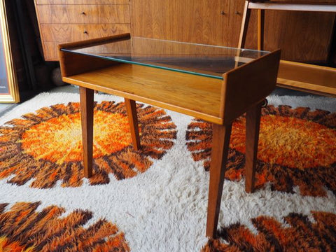 Vintage Retro Oak Side/Coffee Table with Glass Top & Magazine Shelf - erfmann-vintage