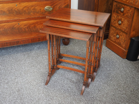 Edwardian Mahogany Nest of Tables with Elegant Spindle Legs - erfmann-vintage