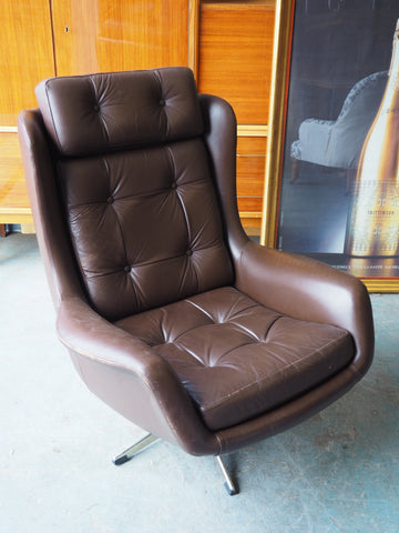 Mid Century Retro Dark Brown Vinyl/Leatherette Swivel Egg Chair - erfmann-vintage