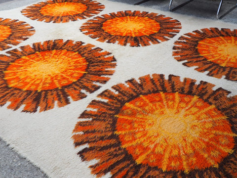 Vintage Retro Very Large Orange & Cream Flower Patterned Shag-Pile Rug 1960s - erfmann-vintage