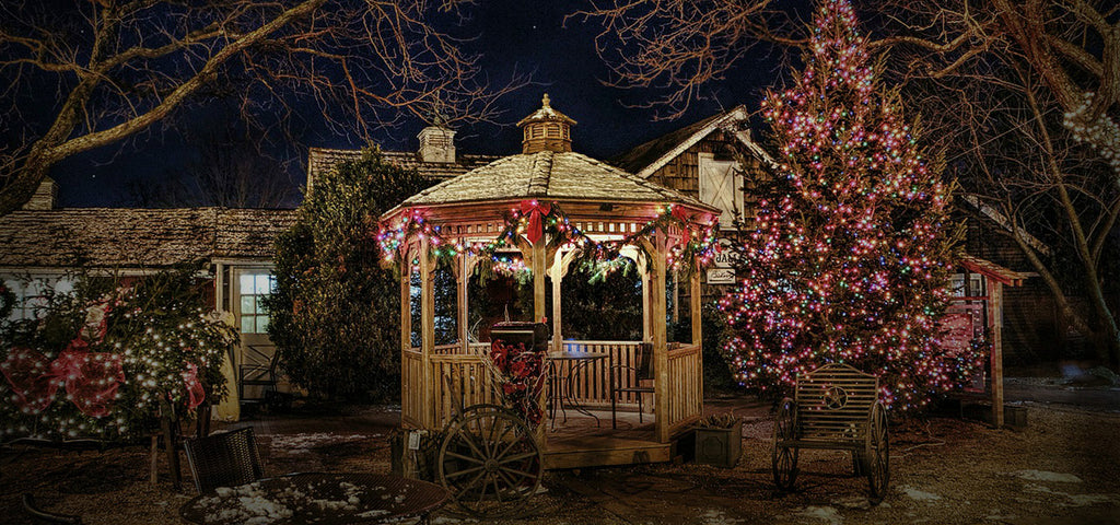- 5 Smart Safety Tips When Hanging Outdoor Christmas Lights
