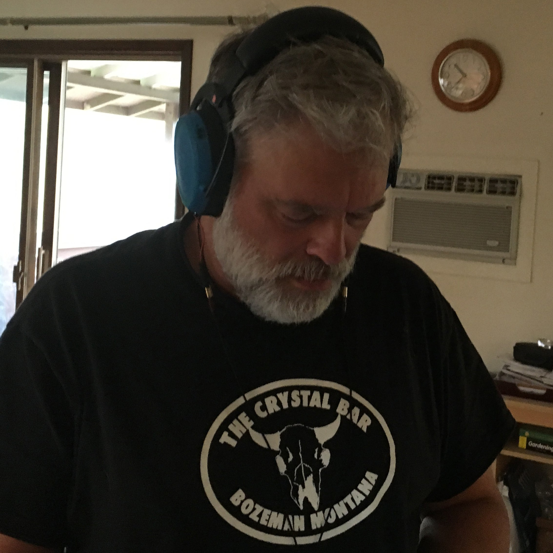 Tyll Hertsens listens to the HeadRoom Cosmic Headphone