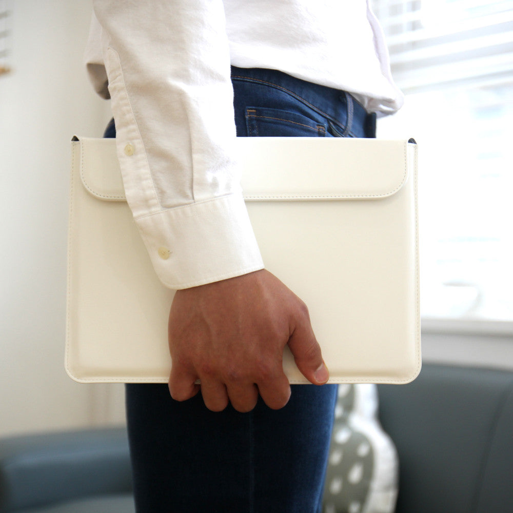 "D5 CAL Standing Pouch for MacBook 12"" White"