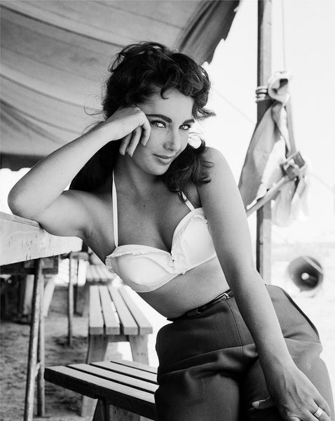 ELIZABETH TAYLOR ON SET OF GIANT