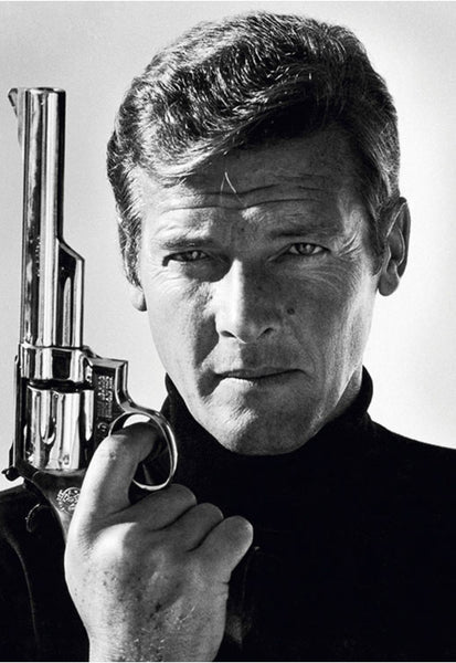 ROGER MOORE (RM001)