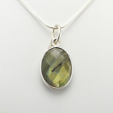 Sterling Silver Labradorite Facet Oval Pendant