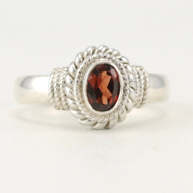 Garnet 4x6mm Oval Rope Ring