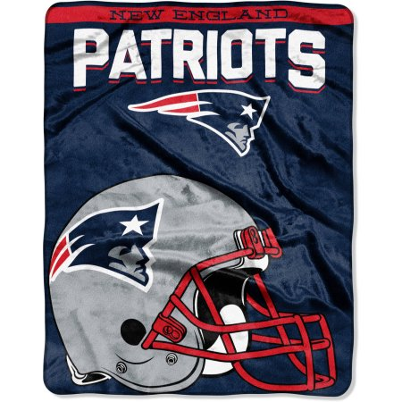 "NFL New England Patriots ""Drawback"" 55"" x 70"" Silk Touch Throw"