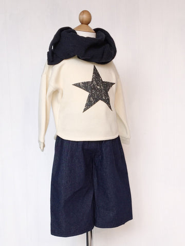 Sweatshirt with star graphic - Cream