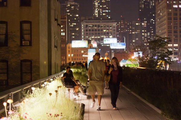 highline park in new york bei nacht