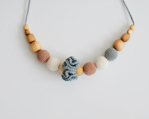 Classic Nursing Necklace Grey - Hug and Cuddles
