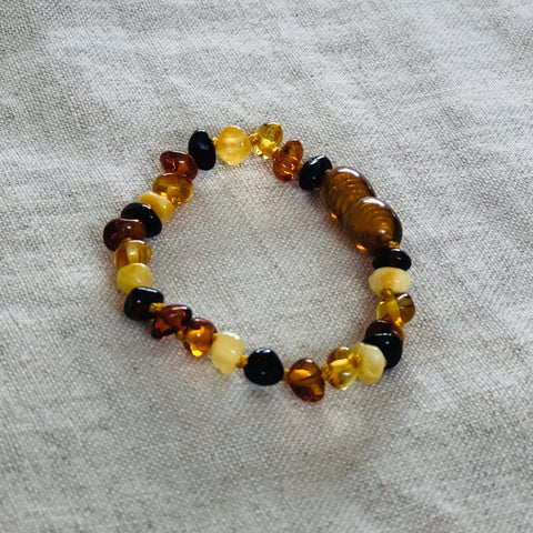 Mixed | Polished Baltic Amber Child Screw Clasp Bracelet