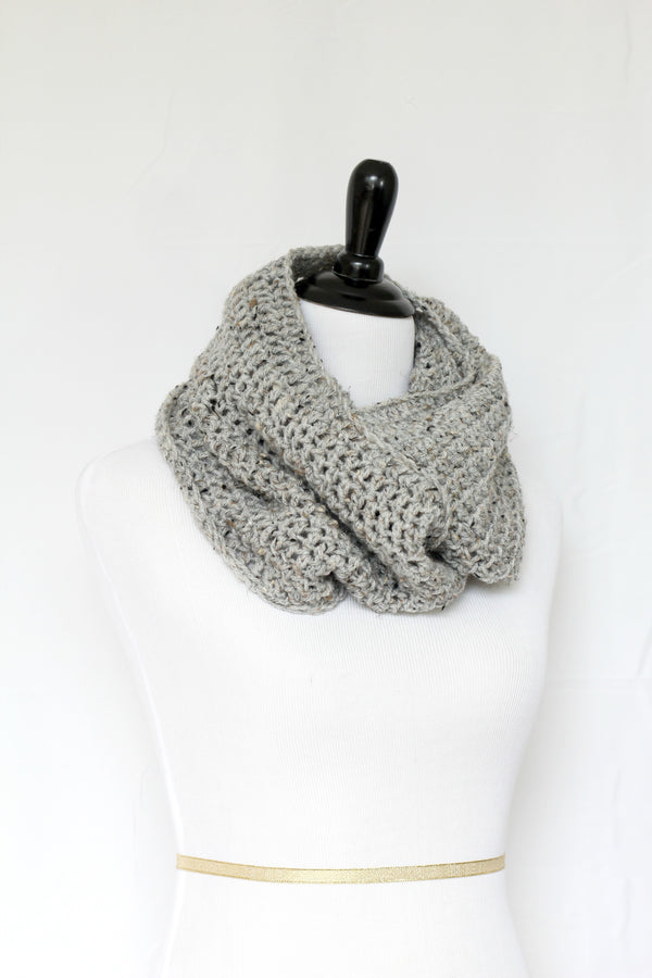 Crochet cowl in grey color, chunky infinity scarf