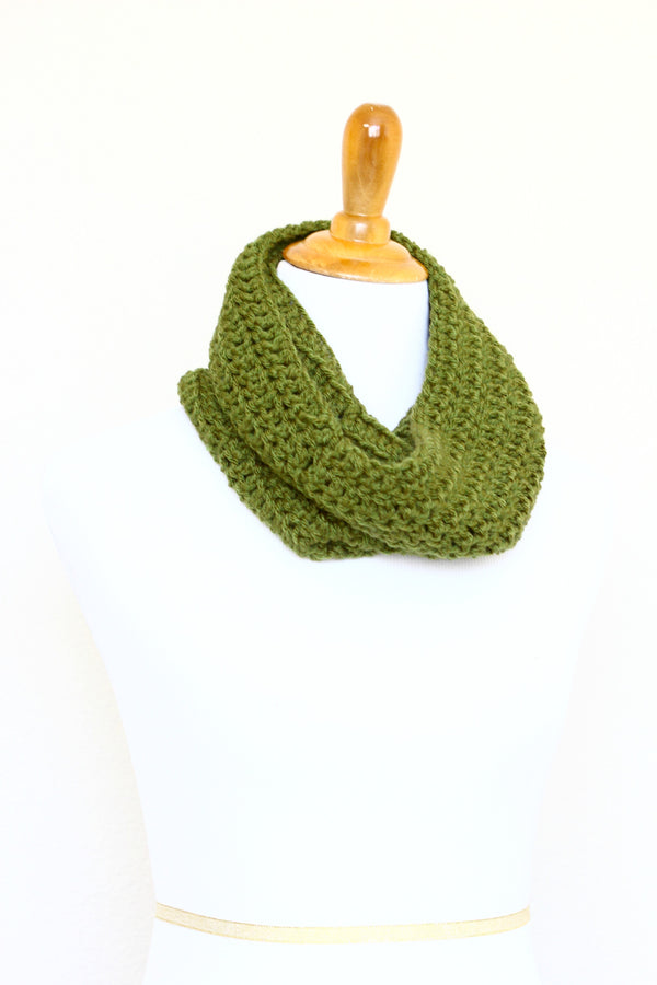Crochet infinity scarf in olive green color, chunky cowl - 12 colors available