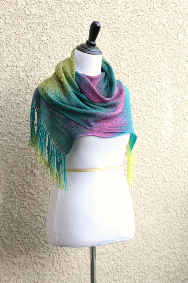 Long woven scarf in green color
