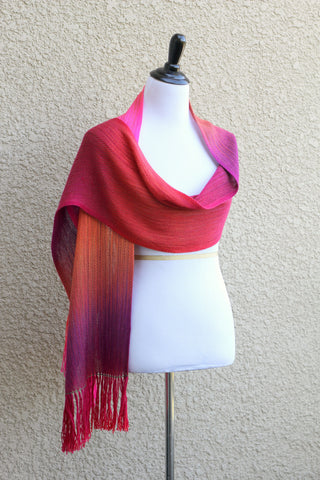Woven wrap in pink red colors