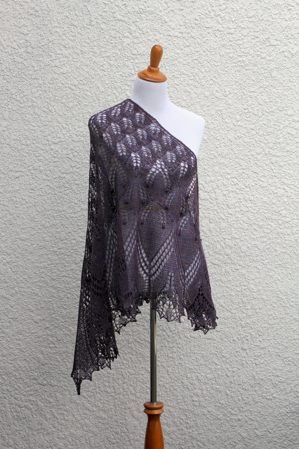 Knit shawl with nupps