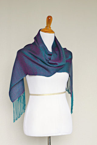 Woven scarf, chameleon scarf in teal and purple colors, long scarf with fringe