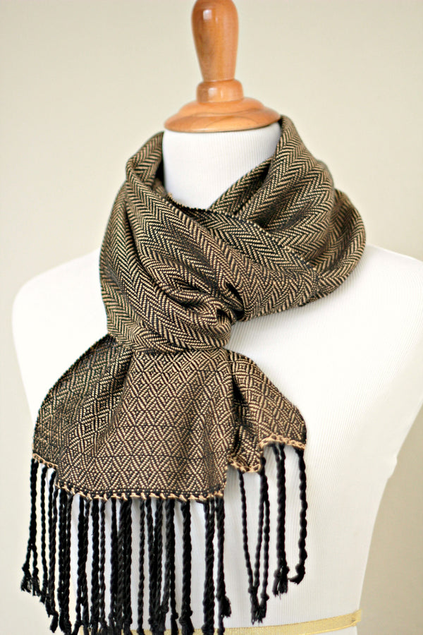 Woven scarf in gold color with twill pattern, long scarf with fringe