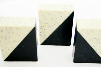 Activated Charcoal, White clay ,Poppy seed  & Silk