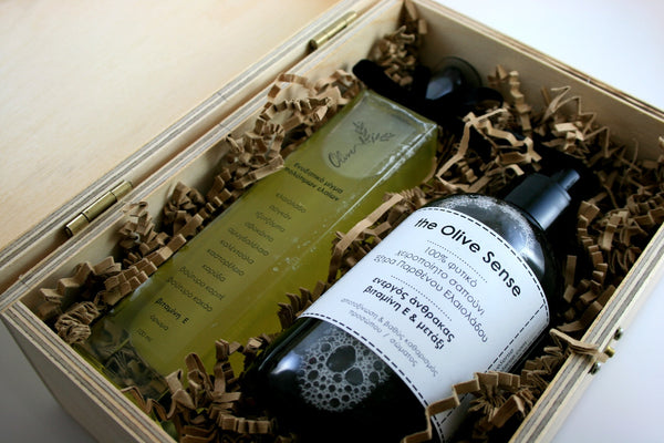 Large giftbox with 1 liquid soap Activated Charcoal  & 1 Blend of precious oils 50ml