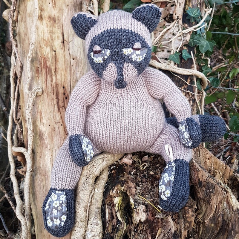Tricksy Raccoon Knitting Kit