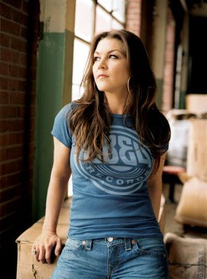 Gretchen Wilson Poster 24x36 - Fame Collectibles