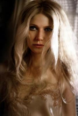 Gwyneth Paltrow Poster 24in x 36in - Fame Collectibles