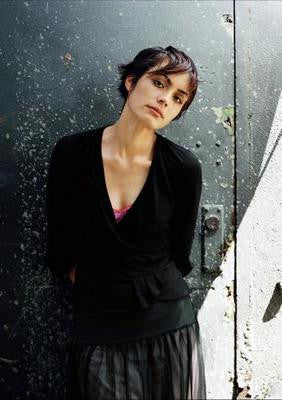 Shannyn Sossamon Black Sweater Poster 24x36 - Fame Collectibles
