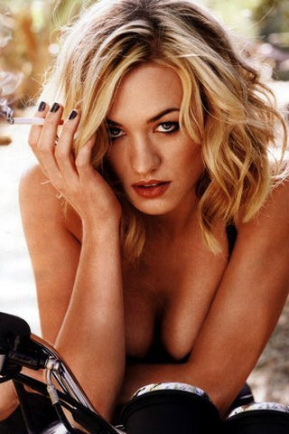 Yvonne Strahovski Poster 24Inx36In Poster 24x36 - Fame Collectibles