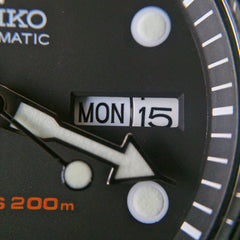 Seiko SKX007 Macro of Day Date window