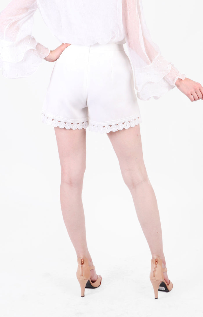 Quennie Shorts in White