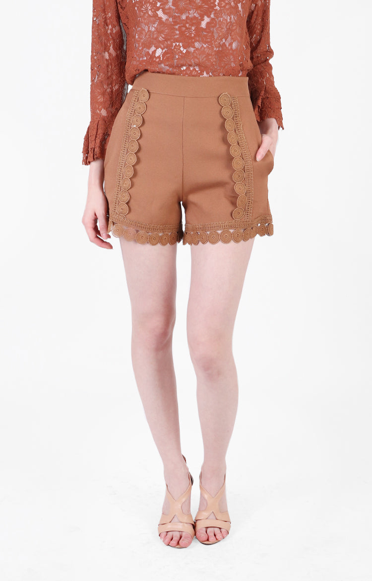 Quennie Shorts in Brown